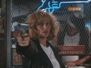 Грудь Вирджинии Мэдсен – Горячее Местечко (1990)